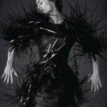 Vanessa Paradis en robe oiseau
