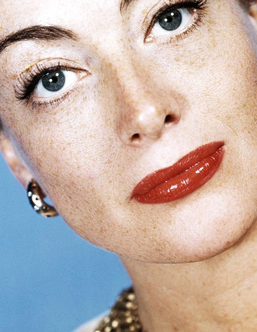 joan-crawford-with-her-freckles-showing-1358449018_b