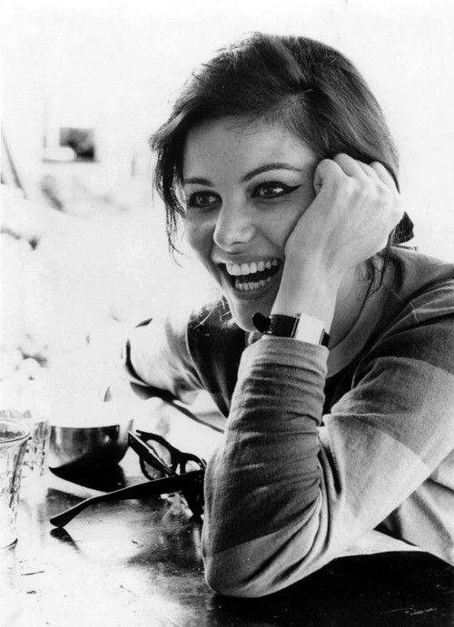 Claudia Cardinale souriante