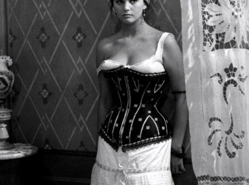 Hommages au visage et aux courbes naturelles de Claudia Cardinale