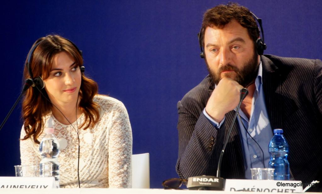 Denis Ménochet et la productrice en conférence de presse à Venise pour jusqu'à la garde